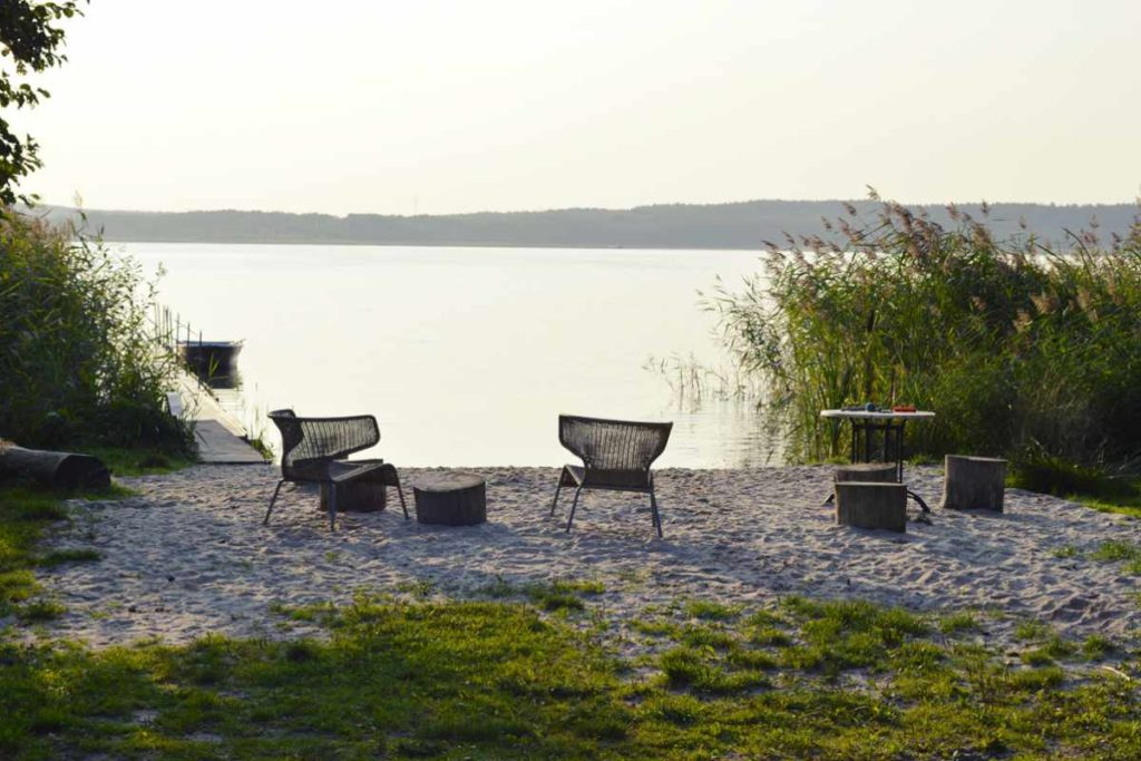 urlaub mit hund ferienhaus am see wo wasserratten gl cklich werden. Black Bedroom Furniture Sets. Home Design Ideas